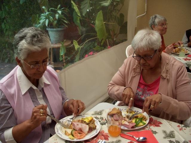 2012-seniors-lunch-25-640x480
