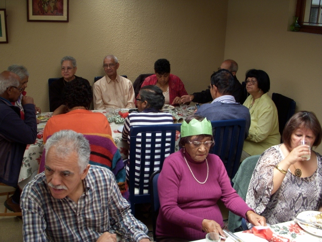 2012-seniors-lunch-43-640x480