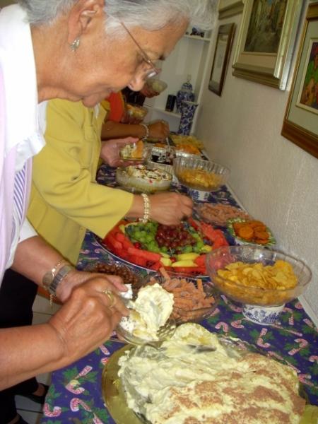 2012-seniors-lunch-59-480x640