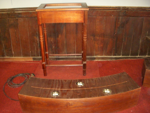 display-cabinet-and-stand-for-john-wesley-display-135-640x480