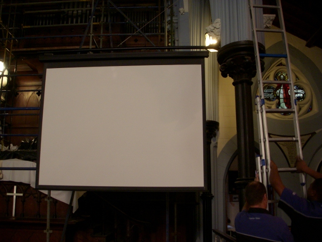 new-projector-screen-19-may-2011-3-640x480