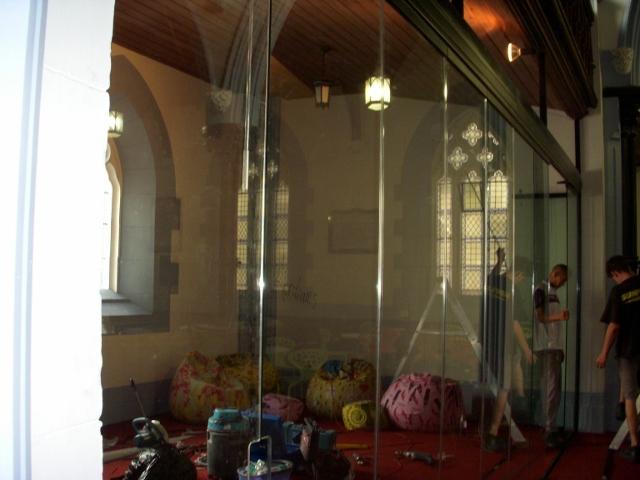 parents-area-glass-doors-4-640x480