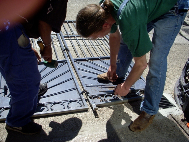 removing-metal-gate-12-october-2012-14-640x480