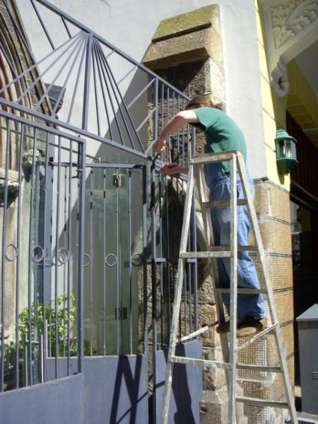 removing-metal-gate-12-october-2012-5-480x640