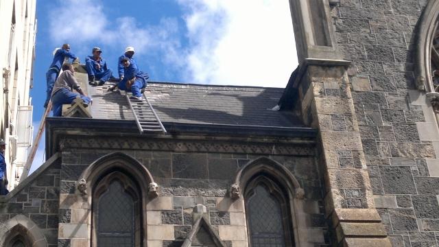 roof-repairs-1-640x360