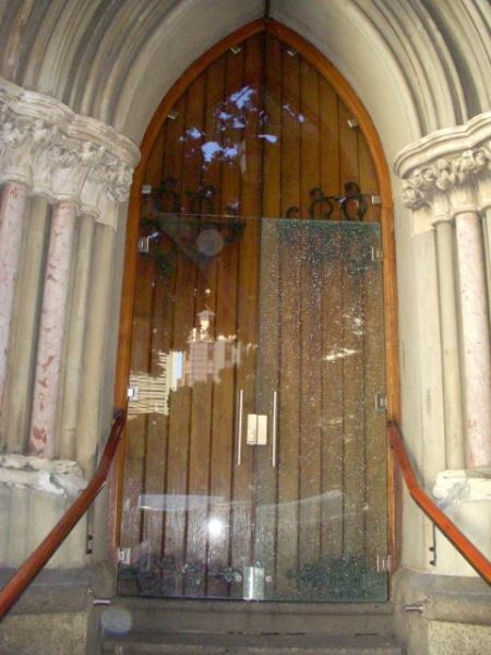 shattered-glass-door-on-longmarket-street-1-480x640