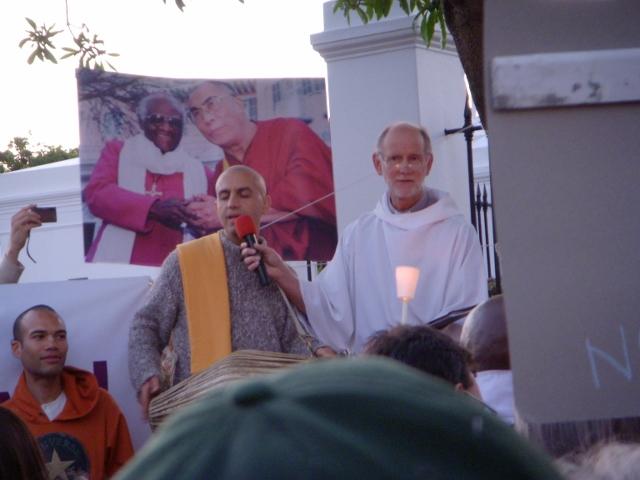 dalai-lama-vigil-3-october-2011-21