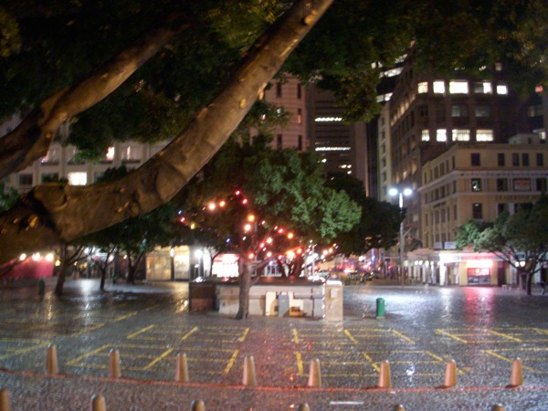 right-2-know-banner-rainy-night-on-greennmarket-square-10