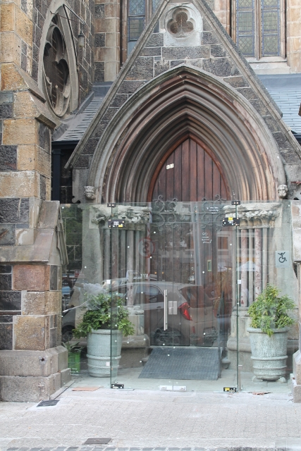 new-glass-doors-tudor-hotel-entrance-march-2014-61-427x640